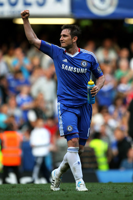 LONDON, ENGLAND - APRIL 30:  Frank Lampard of Chelsea celebrates following his team's 2-1 victory during the Barclays Premier League match between Chelsea and Tottenham Hotspur at Stamford Bridge on April 30, 2011 in London, England.  (Photo by Clive Rose