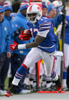 ORCHARD PARK, NY - NOVEMBER 28:  Steve Johnson #13 of the Buffalo Bills runs after a catch against the Pittsburgh Steelers at Ralph Wilson Stadium  on November 28, 2010 in Orchard Park, New York. Pittsburgh won 19-16 in overtime.  (Photo by Rick Stewart/G
