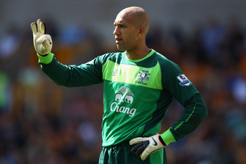 WOLVERHAMPTON, ENGLAND - APRIL 09:  Tim Howard of Everton gives instructions to his defenders during the Barclays Premier League match between Wolverhampton Wanderers and Everton at Molineux on April 9, 2011 in Wolverhampton, England.  (Photo by Richard H