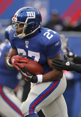 EAST RUTHERFORD, NJ - DECEMBER 19:  Brandon Jacobs #27 of the New York Giants runs with the ball against  the Philadelphia Eagles during their game on December 19, 2010 at The New Meadowlands Stadium in East Rutherford, New Jersey.  (Photo by Al Bello/Get