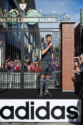 DUBLIN, IRELAND - MAY 12:  Steven Gerrard of Liverpool FC speaks to fans at the launch the new Liverpool away kit in front of the Shankly Gates. as adidas bring iconic pieces from Liverpool FC to the city on May 12, 2001 in Dublin, Ireland.  (Photo by adi
