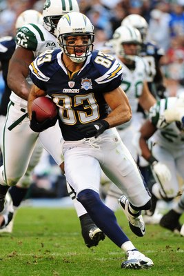 SAN DIEGO - JANUARY 17:  Wide receiver Vincent Jackson #83 of the San Diego Chargers runs with the ball after a catch against the New York Jets during  AFC Divisional Playoff Game at Qualcomm Stadium on January 17, 2010 in San Diego, California.  (Photo b