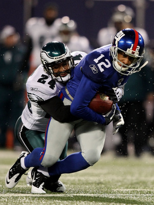 EAST RUTHERFORD, NJ - DECEMBER 13:  Sheldon Brown #24 of the Philadelphia Eagles tackles Steve Smith #12 of the New York Giants at Giants Stadium on December 13, 2009 in East Rutherford, New Jersey.  (Photo by Nick Laham/Getty Images)
