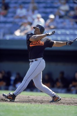 26 Feb 2001:  Albert Belle #88 of the Baltimore Orioles takes a swing at the ball during Spring Training at the Fort Lauderdale Stadium in Fort Lauderdale, Florida.Mandatory Credit: Ezra Shaw  /Allsport