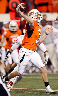 STILLWATER, OK - NOVEMBER 27:  Quarterback Brandon Weeden #3 of the Oklahoma State Cowboys looks for an open receiver against the Oklahoma Sooners at Boone Pickens Stadium on November 27, 2010 in Stillwater, Oklahoma.  (Photo by Tom Pennington/Getty Image