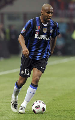 MILAN, ITALY - APRIL 02:  Maicon of Inter in action during the Serie A match between AC Milan and FC Internazionale Milano at Stadio Giuseppe Meazza on April 2, 2011 in Milan, Italy.  (Photo by Dino Panato/Getty Images)