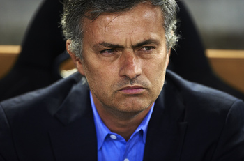 Mourinho reacts to another dive from Sergio Busquets