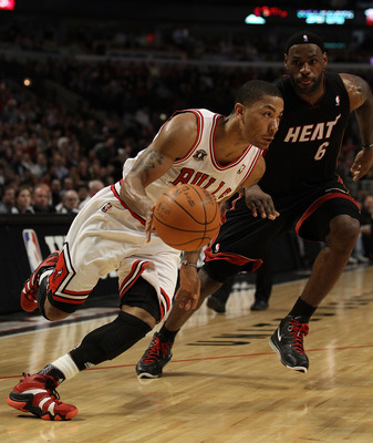 CHICAGO, IL - FEBRUARY 24: Derrick Rose #1 of the Chicago Bulls drives past LeBron James #6 of the Miami Heat at the United Center on February 24, 2011 in Chicago, Illinois. The Bulls defeated the Heat 93-89. NOTE TO USER: User expressly acknowledges and