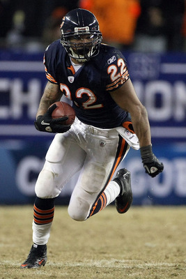 CHICAGO, IL - JANUARY 23:  Matt Forte #22 of the Chicago Bears runs the ball against the Green Bay Packers in the NFC Championship Game at Soldier Field on January 23, 2011 in Chicago, Illinois.  (Photo by Doug Pensinger/Getty Images)