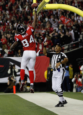 ATLANTA, GA - DECEMBER 27:  Roddy White #84 of the Atlanta Falcons celebrates a first half touchdown during the game against the New Orleans Saints at the Georgia Dome on December 27, 2010 in Atlanta, Georgia.  (Photo by Kevin C. Cox/Getty Images)