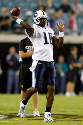JACKSONVILLE, FL - OCTOBER 18:  Quarterback Vince Young #10 of the Tennessee Titans warms up prior to the game against the Jacksonville Jaguars at EverBank Field on October 18, 2010 in Jacksonville, Florida.  (Photo by J. Meric/Getty Images)