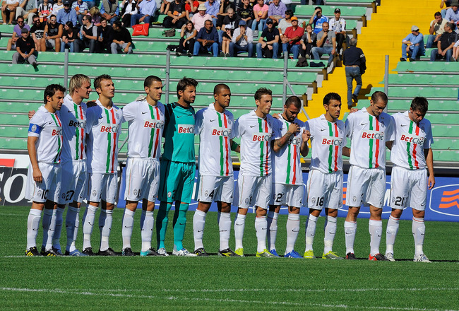 UDINE, ITALY - SEPTEMBER 19:  Juventus players show their respect during a minute's silence for Italian soldier Alessandro Romani, killed in Afganistan, before the Serie A match between Udinese and Juventus at Stadio Friuli on September 19, 2010 in Udine,