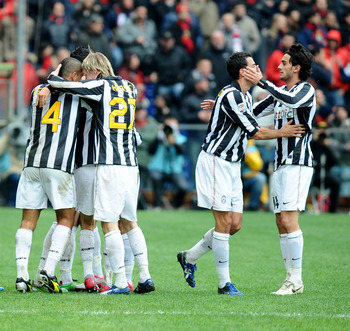 GENOA, ITALY - NOVEMBER 21: Players of Juventus FC celebrate their team's opening goal scored by Claudio Marchisio during the Serie A match between Genoa CFC and Juventus FC at Stadio Luigi Ferraris on November 21, 2010 in Genoa, Italy.  (Photo by Massimo