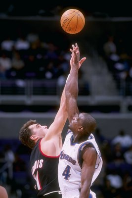21 Jan 1998: Chris Webber #4 of the Washington Wizards and Arvydas Sabonis #11 of the Portland Trailblazers do a jumpball during the Wizards 100-87 loss at the MCI Center in Washington, D.C.