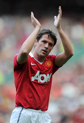 MANCHESTER, ENGLAND - APRIL 09:  Michael Owen of Manchester United applauds the fans after the Barclays Premier League match between Manchester United and Fulham at Old Trafford on April 9, 2011 in Manchester, England.  (Photo by Michael Regan/Getty Image