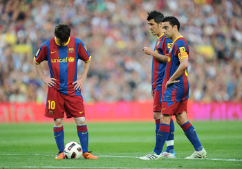BARCELONA, SPAIN - MAY 08:  Leo Messi (L) of Barcelona lines up a free kick beside David Villa (C) and Xavi Hernandez during the La Liga match between Barcelona and Espanyol at Nou Camp on May 8, 2011 in Barcelona, Spain.  (Photo by Denis Doyle/Getty Imag