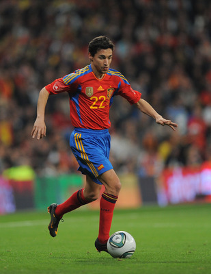 MADRID, SPAIN - FEBRUARY 09:  Jesus Navas of Spain in action during the International friendly match between Spain and Colombia at Estadio Santiago Bernabeu on February 9, 2011 in Madrid, Spain.  (Photo by Denis Doyle/Getty Images)