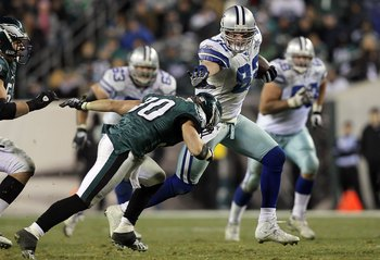 PHILADELPHIA, PA - JANUARY 02:  Jason Witten #82 of the Dallas Cowboys runs the ball after a reception for a long gain late in the fourth quarter against the Philadelphia Eagles on January 2, 2011 at Lincoln Financial Field in Philadelphia, Pennsylvania.