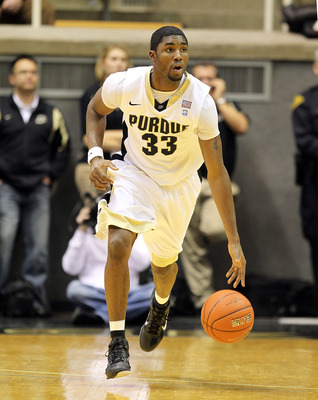 WEST LAFAYETTE, IN - DECEMBER 21:  E ' Twaun Moore #33 of the Purdue Boilermakers dribbles the ball during the game against the IPFW Mastodons at Mackey Arena on December 21, 2010 in West Lafayette, Indiana.  (Photo by Andy Lyons/Getty Images)