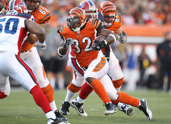 CINCINNATI - NOVEMBER 21:  Cedric Benson #32 of the Cincinnati Bengals runs with the ball during the NFL game against the Buffalo Bills at Paul Brown Stadium on November 21, 2010 in Cincinnati, Ohio.  (Photo by Andy Lyons/Getty Images)