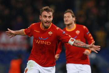 ROME - NOVEMBER 23: Daniele De Rossi of AS Roma celebrates after scoring the second goal during the UEFA Champions League Group E match between AS Roma and FC Bayern Muenchen at Stadio Olimpico on November 23, 2010 in Rome, Italy.  (Photo by Paolo Bruno/G