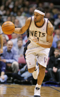 EAST RUTHERFORD, NJ - FEBRUARY 5:  Ron Mercer #1 of the New Jersey Nets advances the ball upcourt during the game against the Philadelphia Sixers on February 7, 2005 at Continental Airlines Arena in East Rutherford, New Jersey.  NOTE TO USER:  User expres
