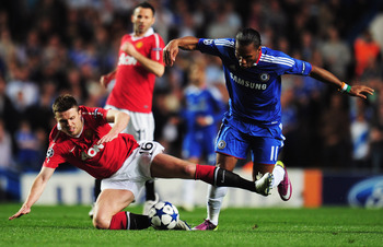 LONDON, ENGLAND - APRIL 06:  Michael Carrick of Manchester United battles with Didier Drogba of Chelsea during the UEFA Champions League quarter final first leg match between Chelsea and Manchester United at Stamford Bridge on April 6, 2011 in London, Eng