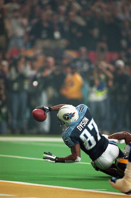 ATLANTA - JANUARY 30:  Kevin Dyson #87 of the Tennessee Titans reaches for the end zone as he is tackled in the last play of the game during the Super Bowl XXXIV Game against the St. Louis Rams at the Georgia Dome on January 30, 2000 in Atlanta, Georgia.