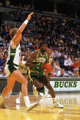 MILWAUKEE - 1988:  Michael Cage #44 of the Seattle Supersonics drives to the basket against Jack Sikma #43 of the Milwaukee Bucks during the 1988-1989 NBA season game at The Bradley Center in Milwaukee, Wisconsin. (Photo by Jonathan Daniel/Getty Images)