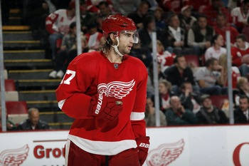 DETROIT - OCTOBER 21:  Patrick Eaves #17 of the Detroit Red Wings skates during a game against the Calgary Flames on October 21, 2010 at the Joe Louis Arena in Detroit, Michigan.  (Photo by Gregory Shamus/Getty Images)