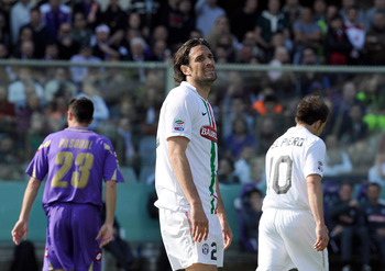 FLORENCE, ITALY - APRIL 17:  Luca Toni of Juventus FC looks dejected during the Serie A match between ACF Fiorentina and Juventus FC at Stadio Artemio Franchi on April 17, 2011 in Florence, Italy.  (Photo by Claudio Villa/Getty Images)