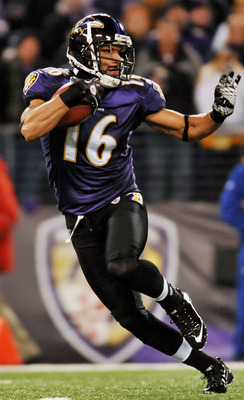 BALTIMORE, MD - DECEMBER 05:  Wide receiver David Reed #16 of the Baltimore Ravens runs the ball against the Pittsburgh Steelers at M&T Bank Stadium on December 5, 2010 in Baltimore, Maryland. Pittsburgh won 13-10.  (Photo by Larry French/Getty Images)