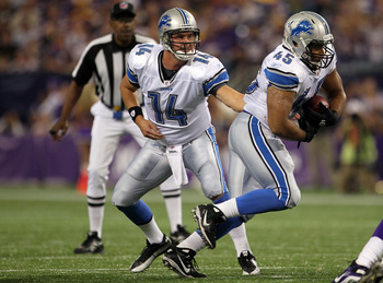 MINNEAPOLIS - SEPTEMBER 26:  Quarterback Shaun Hill #14 of the Detroit Lions hands off to Jerome Felton #45 against the Minnesota Vikings during the game at Hubert H. Humphrey Metrodome on September 26, 2010 in Minneapolis, Minnesota.  (Photo by Jeff Gros