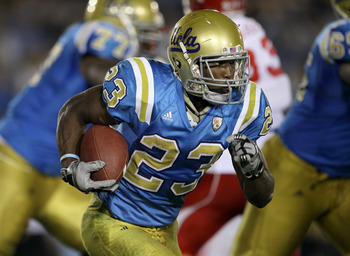 PASADENA, CA - SEPTEMBER 18:  Running back Johnathan Franklin #23 of the UCLA Bruins carries the ball against the Houston Cougars in the second quarter at the Rose Bowl on September 18, 2010 in Pasadena, California.  UCLA won 31-13.  (Photo by Stephen Dun