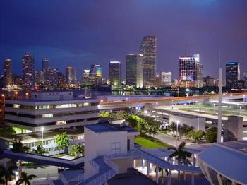 Downtown-miami-at-night_display_image