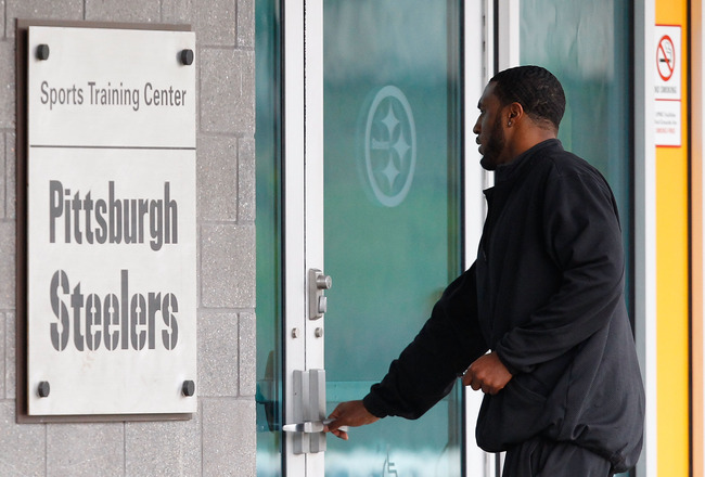 PITTSBURGH - APRIL 29:  A day after the owners request was denied by a judge and NFL lockout ended, Ryan Mundy of the Pittsburgh Steelers reports to the South Side training facility on April 29, 2011 in Pittsburgh, Pennsylvania.  (Photo by Jared Wickerham