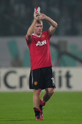 BURSA, TURKEY - NOVEMBER 02:  Paul Scholes of Manchester United acknowledges the crowd at the end of the UEFA Champions League Group C match between Bursapor Kulubu and Manchester United at the Bursa Ataturk Stadium on November 2, 2010 in Bursa, Turkey.