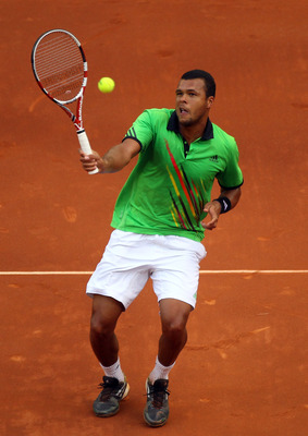 Jo-Wilfried Tsonga, preparing for the 2011 French Open.