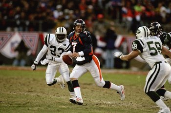 17 Jan 1999: John Elway #7 of the Denver Broncos runs during the AFC Championship Game against the New York Jets at Mile High Stadium in Denver, Colorado. The Broncos defeated the Jets 23-10. Mandatory Credit: Vincent Laforet  /Allsport