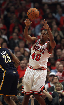 CHICAGO, IL - APRIL 16: Kurt Thomas #40 of the Chicago Bulls passes the ball against the Indiana Pacers in Game One of the Eastern Conference Quarterfinals in the 2011 NBA Playoffs at the United Center on April 16, 2011 in Chicago, Illinois. The Bulls def