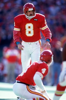 27 Dec 1992: KANSAS CITY KICKER LOOKS TO THE GOAL POSTS AS HE READIES FOR KICK A FIELD GOAL DURING THE CHIEFS 42-20 VICTORY OVER THE BRONCOS.