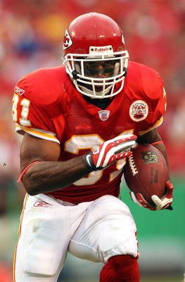 KANSAS CITY, MO - NOVEMBER 11:  Priest Holmes #31 of the Kansas City Chiefs carries the ball during the first half of the game against the Denver Broncos on November 11, 2007 at Arrowhead Stadium in Kansas City, Missouri.  (Photo by Jamie Squire/Getty Ima