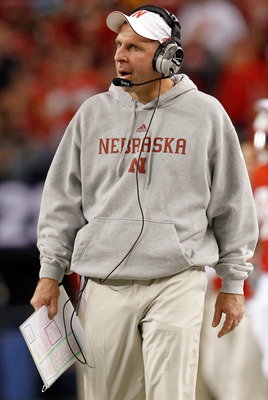 ARLINGTON, TX - DECEMBER 04:  Head coach Bo Pelini of the Nebraska Cornhuskers leads his team against the Oklahoma Sooners at Cowboys Stadium on December 4, 2010 in Arlington, Texas. The Sooners beat the Cornhuskers 23-20.  (Photo by Tom Pennington/Getty
