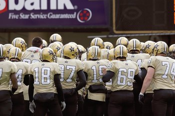 NASHVILLE, TN - NOVEMBER 22:  The Vanderbilt Commodores huddle before the game of the Tennessee Volunteers at Vanderbilt Stadium on November 22, 2008 in Nashville, North Carolina.  (Photo by Kevin C. Cox/Getty Images)