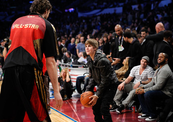 LOS ANGELES, CA - FEBRUARY 20:  Singer Justin Bieber sits in the audience during the 2011 NBA All-Star game at Staples Center on February 20, 2011 in Los Angeles, California. NOTE TO USER: User expressly acknowledges and agrees that, by downloading and or