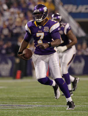 MINNEAPOLIS, MN - DECEMBER 05:  Tavaris Jackson #7 of the Minnesota Vikings rushes against the Buffalo Bills at the Mall of America Field at the Hubert H. Humphrey Metrodome on December 5, 2010 in Minneapolis, Minnesota.  (Photo by Nick Laham/Getty Images