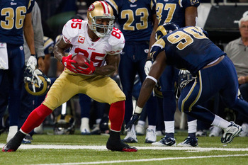 ST. LOUIS, MO - DECEMBER 26: Vernon Davis #85 of the San Francisco 49ers looks to get up field against the St. Louis Rams at the Edward Jones Dome on December 26, 2010 in St. Louis, Missouri. The Rams beat the 49ers 25-17. (Photo by Dilip Vishwanat/Getty