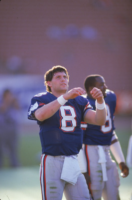 1985:  Quarterback Steve Young #8 of the USFL's Los Angeles Express warms up on the field prior to a 1985 season game. (Photo by Getty Images)