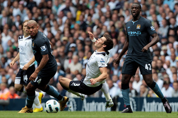 LONDON, ENGLAND - AUGUST 14:  Gareth Bale of Tottenham and Nigel De Jong of Manchester City in action during the Barclays Premier League match between Tottenham Hotspur and Manchester City at White Hart Lane on August 14, 2010 in London, England.  (Photo