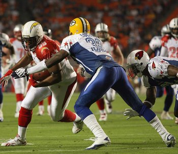 MIAMI GARDENS, FL - JANUARY 31: Antonio Gates #85 of the San Diego Chargers carries the ball against Nick Collins #36 of the Green Bay Packers during the 2010 AFC-NFC Pro Bowl at Sun Life Stadium on January 31, 2010 in Miami Gardens, Florida. (Photo by Do